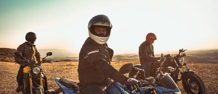 motoblouz-visuel-moto-dans-desert